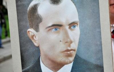 Украинцы стали лучше относиться к Бандере – опрос