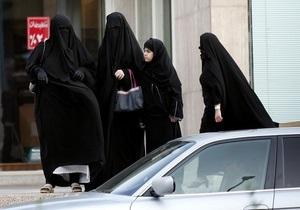 В одном из городов Испании женщинам запретили носить мусульманскую одежду