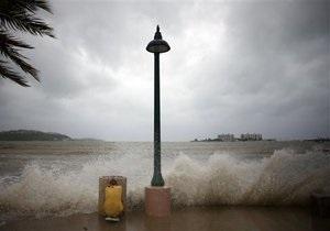 Восточное побережье США готовится к эвакуации из-за приближения урагана Эрл