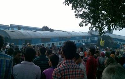 В Индии сошел с рельсов поезд: более 50 жертв