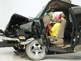 Новая модель автомобиля Mercedes не прошла краш-тест в США