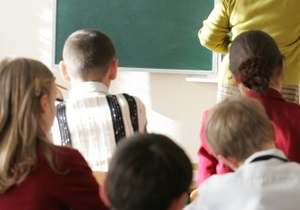 В Кривом Роге учителя, члены избиркома, привлекли учеников к избирательному процессу