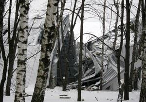 Под давлением снега в Чернигове рухнула крыша двухэтажки, а в Лубнах - кров школы