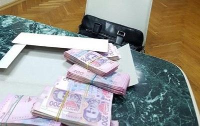 С начала года в Украине на взятках попались почти 700 чиновников