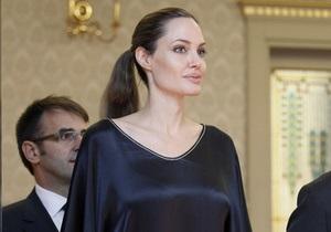 СМИ: Джоли смертельно больна и нуждается в пересадке печени