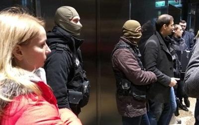 По делу банка Михайловский провели массовые обыски