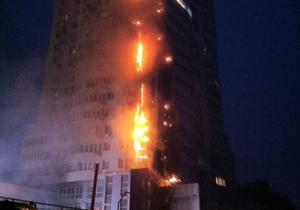 В Киеве загорелся многоэтажный жилой дом
