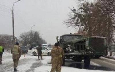 В Ровно военный грузовик протаранил фуру