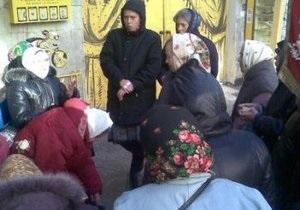 В Киеве пожилые женщины пикетировали стрип-клуб