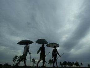 Жертвами тропического циклона в Индии и Бангладеш стали более 130 человек