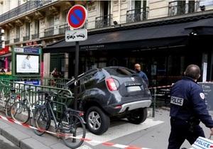 В Париже турист на автомобиле припарковался в метро