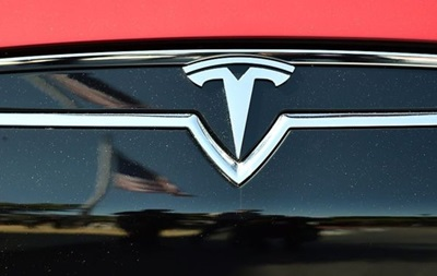 Tesla согласилась на компенсации норвежцам за медленный разгон