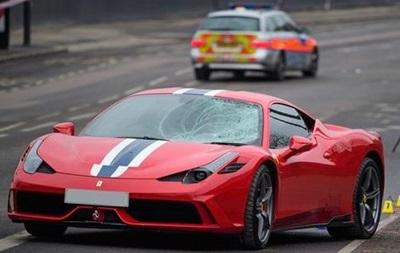 В Лондоне Ferrari врезался в толпу прохожих