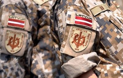 В Латвии будут штрафовать за незаконное ношение военной формы