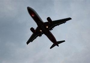 Мужчина чудом выжил во время перелета в гондоле шасси самолета