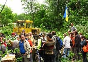 На месте вырубки деревьев в харьковском парке Горького найдены останки тел