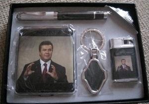 В столичных киосках появились портсигары и зажигалки с изображением Януковича