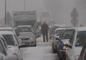 Парижский аэропорт Руасси приостановил работу из-за снегопада