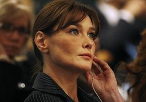 Во Франции выйдет скандальная биография Карлы Бруни