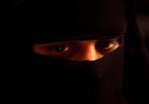 Тунисская молодежь протестует против запрета студенткам закрывать лицо