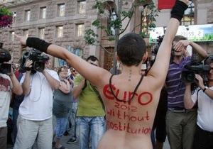 Активистка FEMEN едва не сорвала запуск отсчета времени до Евро-2012
