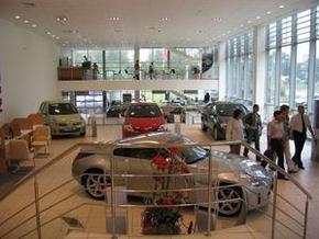 Продажи новых автомобилей в Европе резко упали