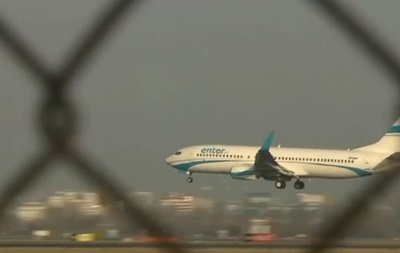 Boeing 737 удачно сел вВаршаве после попадания в мотор птицы