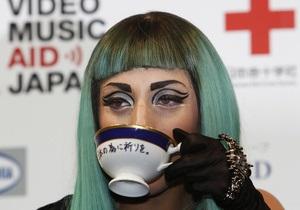Lady GaGa выставит на аукцион чашку со следами своей губной помады