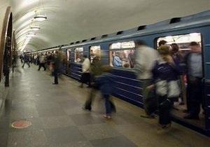 В России преследуемый милицией мужчина бросился под поезд метро