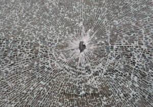 новости Киева - Киев - стрельба - В центре Киева неизвестные повредили витрину магазина