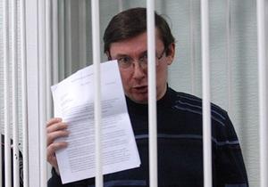 Суд начал оглашать показания не явившихся по делу Луценко свидетелей: экс-министр возмущен