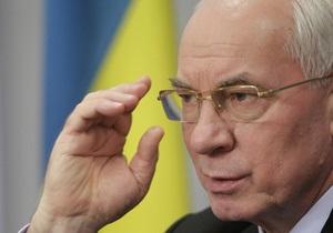 Азаров пообещал финансово поддерживать украинцев в России