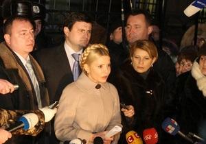 Тимошенко обвиняют в том, что она из личных интересов направила деньги на выплату пенсий