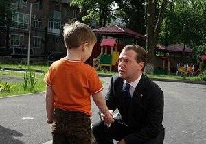 Медведев запретил вселять в детей ужас и панику