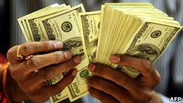 ЦБ РФ прогнозирует утечку $70 млрд из России в 2011 году