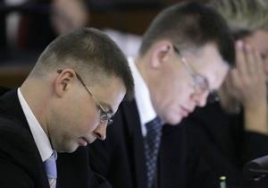 На пресс-конференции премьера Латвии подрались оператор и фотограф