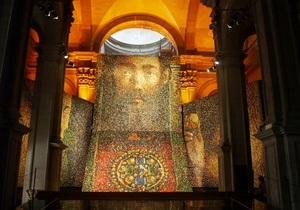 В Венеции открылась 54-я Биеннале. Украина представила панно из тысяч яиц
