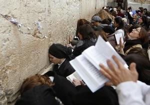 Активисток религиозного равноправия задержали за нарушение правил молитвы у Стены плача