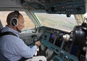 Блогеры раскритиковали Путина за полет на самолете-амфибии: Почему кого попало за штурвал пускают?