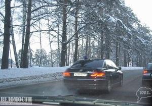 Машина советника президента России вновь замечена на встречной полосе