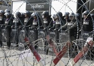 Правительство Таиланда отозвало войска из здания парламента