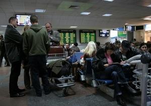 Власти придумали новый налог для выезжающих за границу украинцев - Ъ