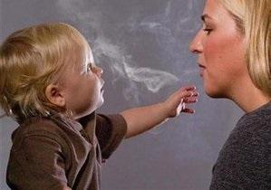 В Латвии курение в присутствии детей приравняли к насилию над ними