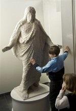 Прихожане шведской церкви собрали статую Христа из Лего