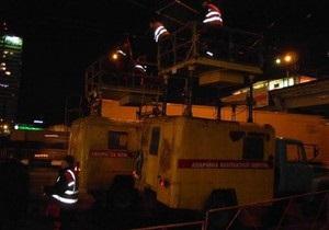 Вчера под Шулявским мостом в Киеве грузовик оборвал троллейбусные провода