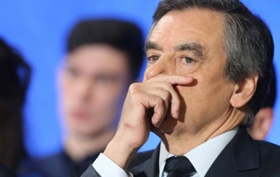 Французские следователи провели обыски всенате поделу супруги Фийона