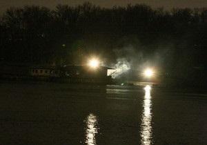 Возле моста Патона в Киеве горел дебаркадер
