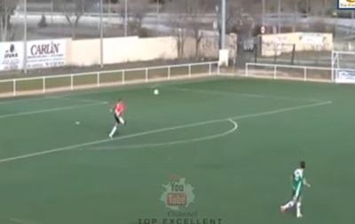 Вратарь испанской футбольной команды забил гол с80 метров