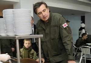 Саакашвили с рогаткой напомнил о плачевном состоянии грузинской армии до Революции роз