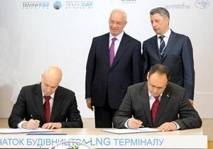 Скандал с LNG-терминалом: оппозиция требует наказать Януковича, Азарова и Каськива